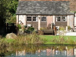 Lakeside cottage with fishing and hot tub slps 2-4, Callington