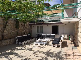 Huge 3 Bed Garden Apartment in Hvar Town
