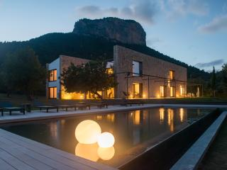 A unique luxury villa in the mountains of Alaro