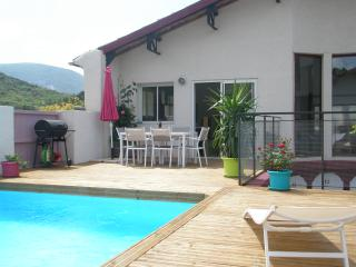3 bedroom gite with private  pool