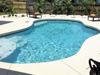 **PARADISE RETREAT IN BRADEN RIVER LAKES**, Bradenton Beach