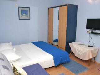 Comfort Apartment with Terrace (4 - 5 Adults), Makarska