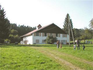Belle et grande ferme familiale jurassienne, Le Russey
