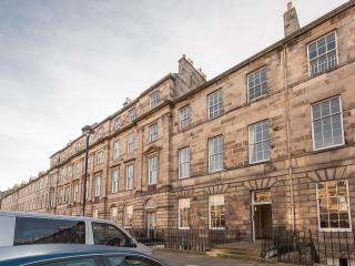 Great King St Apartment - sleeps 14, Edimburgo