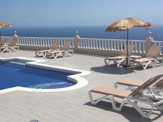 Stunning Private Villa - Amazing Pool, Jacuzzi, Wave Machine, Wifi, Sky TV, View