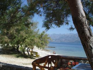 Red Apartment, sea view, lots of space, Razanac