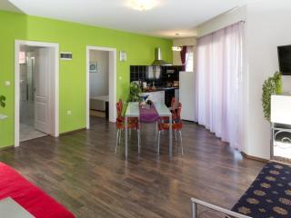 1 - Modern apartment with garden, 80m from a beach, Vinisce