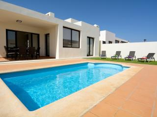 Villa Juabel, piscina privada, wifi, TV satélite, Playa Blanca