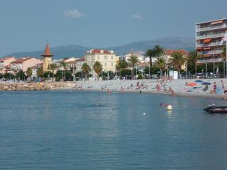 F1/ 35m2/ 4 personnes / PKG / a 2 minutes des plages et commerces
