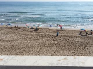 Apartamento frente al mar, directo a la arena., El Perelló