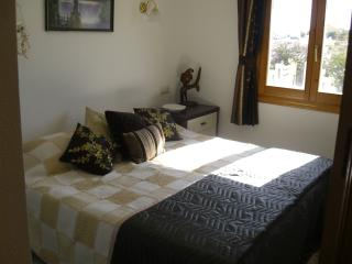 Sunny Apartment 1 bedroom twin beds great location, Benitachell