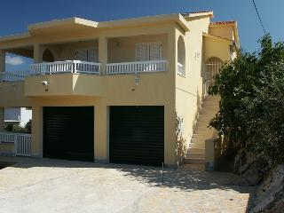 Charming holiday rental,5 min. to beach, Razanj