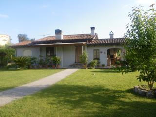 casa toscana immersa nel verde, Camaiore