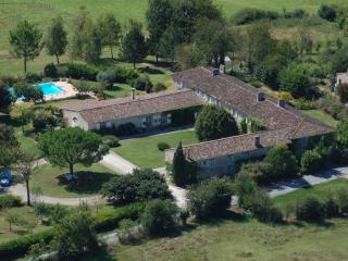 Gîte pour 4 dans Manoir avec piscine, Sainte-Gemme
