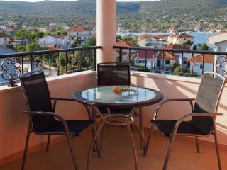 3 - Modern apartment with garden, 80m from a beach, Vinisce