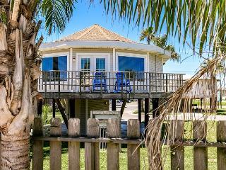 Winter Texans $1250 Monthly! 2 bedroom/1 loft, shared pool, Port Aransas