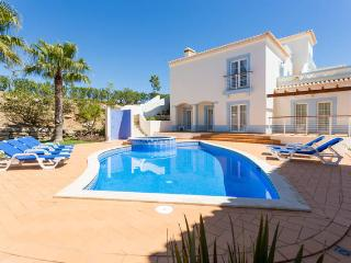 3-bedroom villa, stunning golf view, Budens