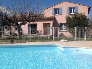 Maison chaleureuse avec piscine
