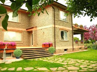 La Casa di Sofia: appart. Gardenia. Rome-lake-golf, Monterosi