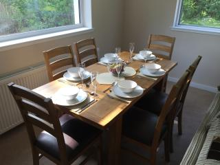 Dining table for 6 guests