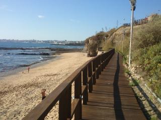 Praia das Avencas: apartamento em frente à praia, Parede