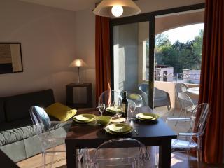 Appartement dans residence 3 *** avec piscine, Saint-Remy-de-Provence