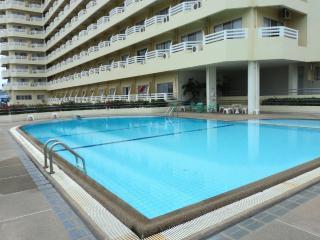 front beach apartment Hua Hin Central