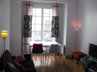 Typicall parisian flat close Montmartre/Abesse, París