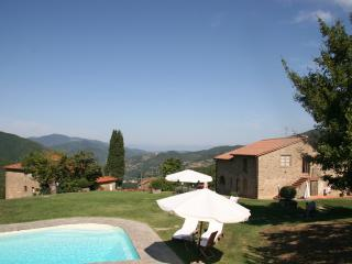 LE MANGIATOIE apartment in farmhouse near Florence, Londa