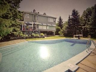 Luxurious mountain chalet near Montreal, Mont-Saint-Hilaire