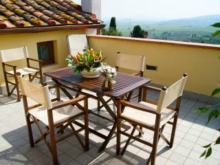 Holiday house with panoramic terrace, Chianni