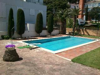 Apartamento a 150m. de la playa con piscina.