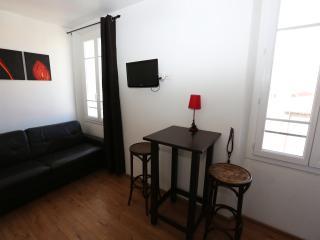 Studio -rue pietonne- proche:gare,mer,resto,Palais
