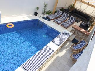 Vila with pool near Split and Trogir for 14 people