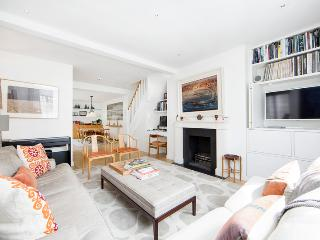 Superb 3 bed, 2 bath family home situated just 3 minutes from Notting Hill tube, Londres