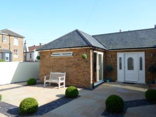 Holiday  Bungalow sleeps 6 two bedrooms plus sofa, Broadstairs