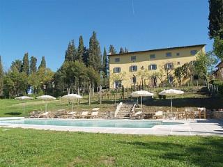 Villa tra Arezzo e Firenze con piscina riscaldata
