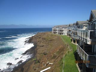 Whale Pointe Ocean Front Condos - Whale Watching, Depoe Bay