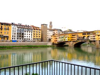Jacopo -Lovely Apartment near Old Bridge, FLORENCE