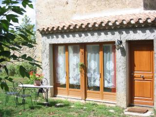 Calme et détente dans un cadre naturel authentique à proximité  de nombreux sites touristiques réputés., Saint-Hilaire