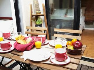 NEW! Charming & Central w/ lovely patio, Lissabon