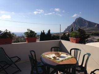Casa  'Ninetta' con veduta mare e  Monte Cofano, Custonaci