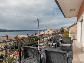 Queens No.3 for 4-5 persons with amazing sea view!, Selce