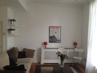 Charming, airy flat near Portobello