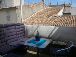 P3 centre Nîmes, terrasse, parking