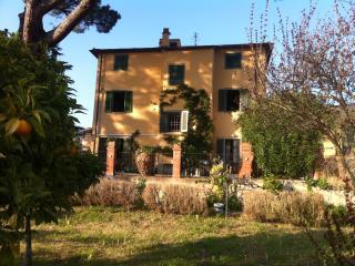 villa con grande giardino e vista panoramica