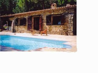 CHARMING TRADITIONAL HOUSE WITH SWIMMING POOL, Saint-Tropez
