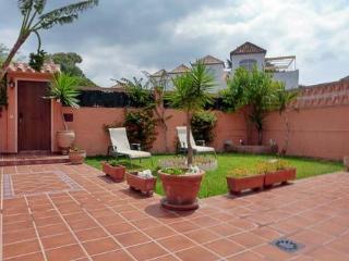URB Costabella, muy cerca de playa, jardin privado, Marbella