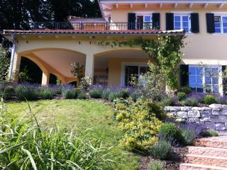 Traumhafte, mediterrane Villa am Chiemsee mit atemberaubendem Alpenpanoramablick
