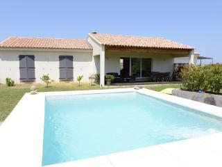 Agréable villa avec piscine et vue montagnes